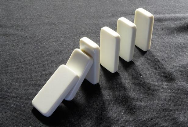 dominoes-719199_640.jpg