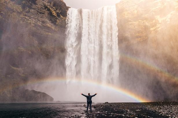 waterfall-828948_640.jpg