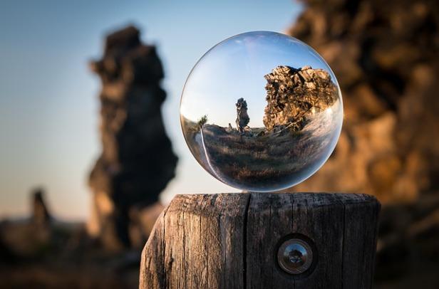 glass-ball-1746506_640.jpg