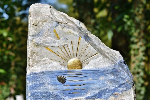 tombstone-3711580_640.jpg