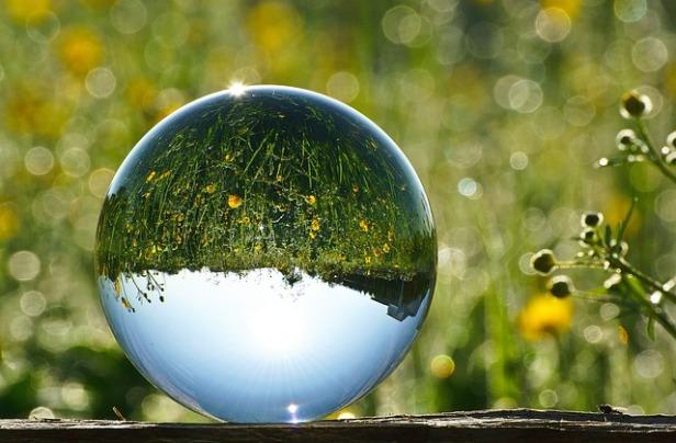 glass-ball-2181472_640.jpg