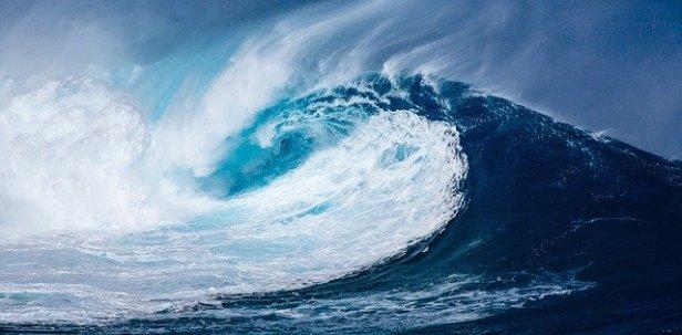 wave-1913559_640.jpg